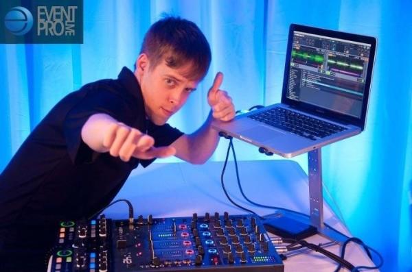 Posing DJs