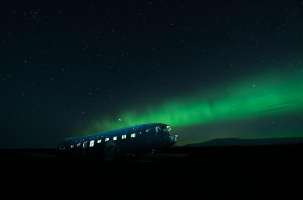 David de Rueda -  In a deserted area of Iceland's south coast lies the wreck of a 1940s Douglas DC-3 aircraft.